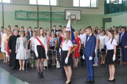 Miniatura zdjęcia: Pożegnanie absolwentów w Zespole Szkół w Bratianie